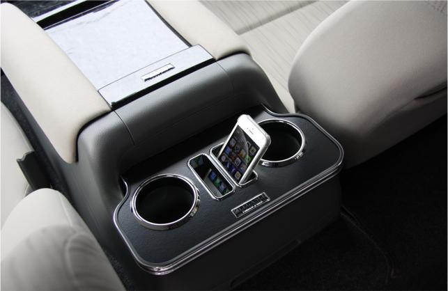 Interior CupHolder 新型キャラバン用 カラー:レザーブラック NV350キャラバンに装着